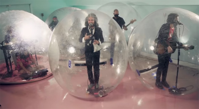 """Watch The Flaming Lips Perform """"God and the Policeman"""" in Plastic Bubbles on """"Jimmy Fallon"""""""