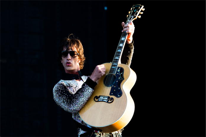 """Richard Ashcroft (The Verve) Shares New Cover of John Lennon's """"Bring on the Lucie (Freda Peeple)"""""""